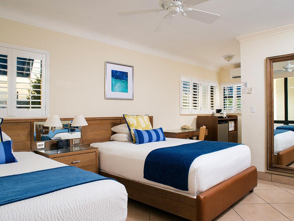 HOTEL-_0003_High Noon Hotel Room 2 Queens