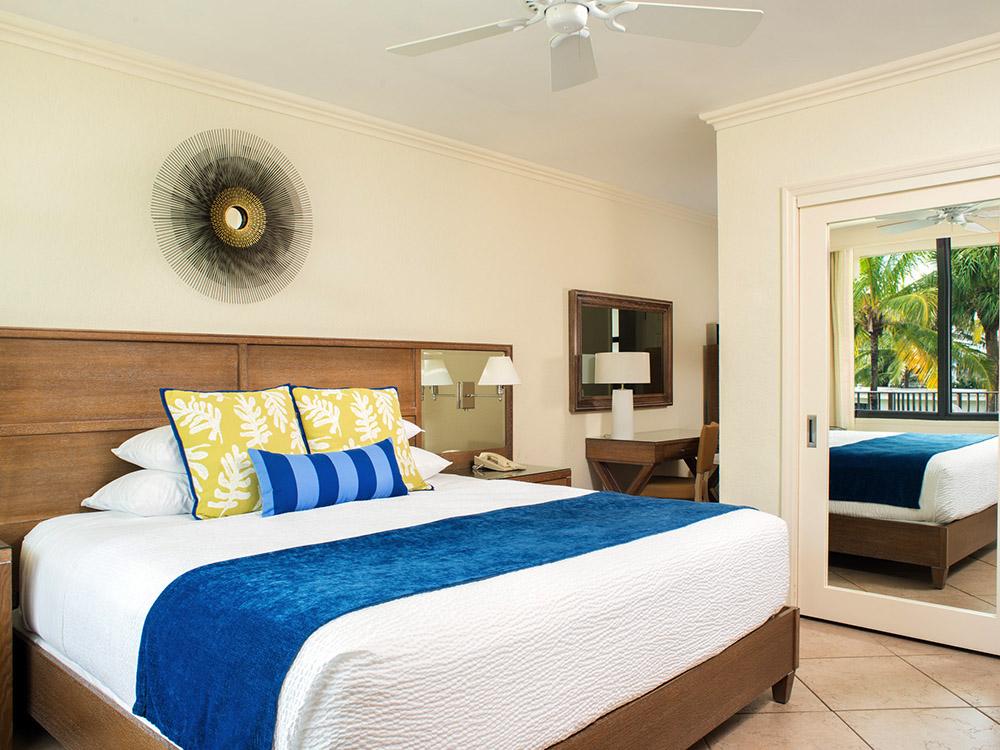 HOTEL-_0002_High Noon Hotel Room
